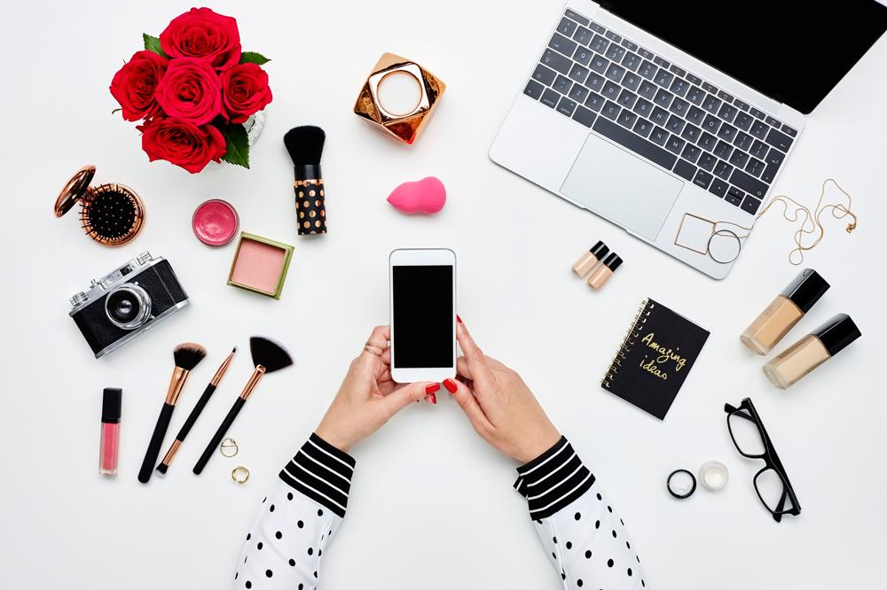 10 Logo Designs Of Beauty Blogs Designmantic The Design Shop